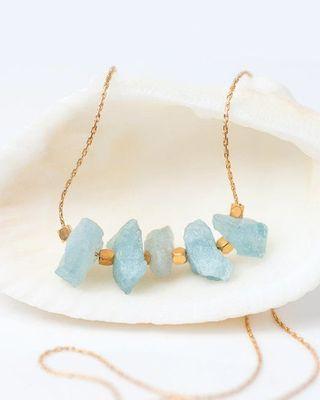 Collier aigue-marine brut, collier de barre de pierre aigue-marine brute, collier en cristal brut, collier de couche de pierre de naissance mars, collier de barre de perles