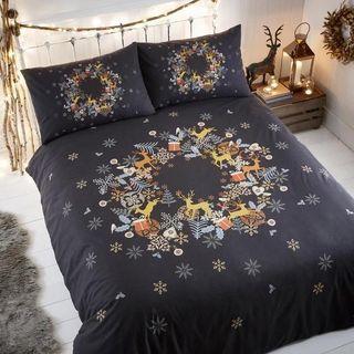 Holly Wreath Christmas Bedding Set Multi