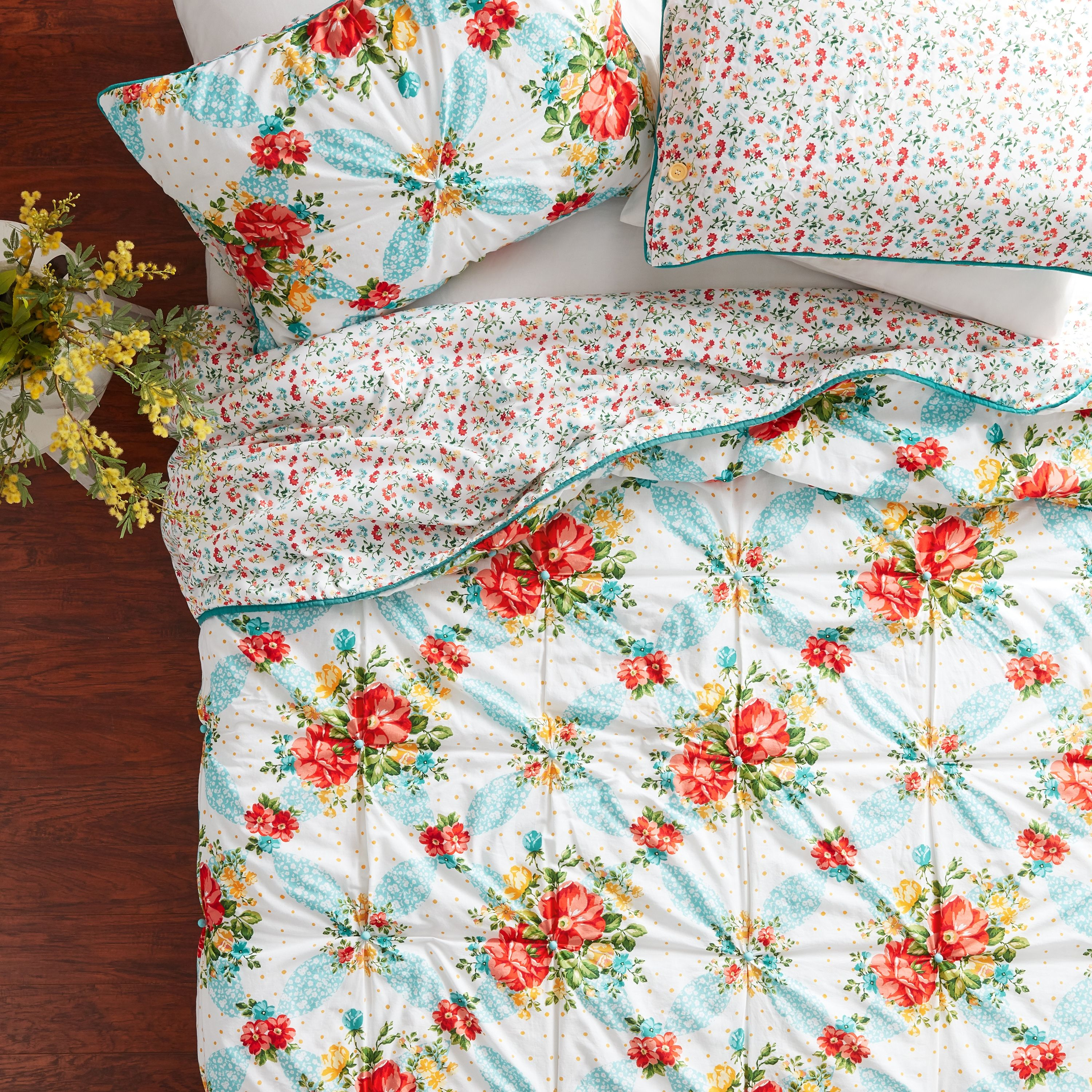 The Pioneer Woman Quilts At Walmart Where To Buy Ree Drummond S Quilt Sets