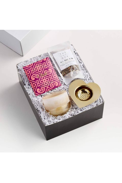 17 Best Valentine S Day Gift Baskets 2021 Gift Boxes For Valentine S Day