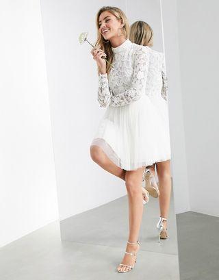 ASOS EDITION Arabella - Robe de mariée courte avec corsage à ornements et jupe en résille