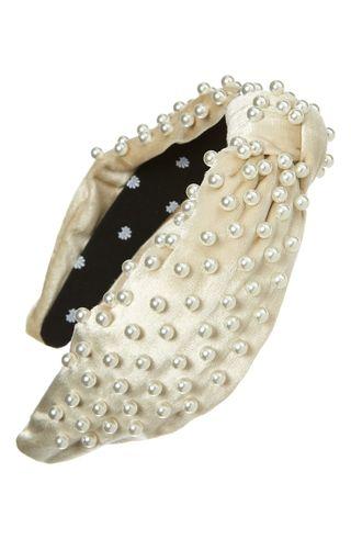 Velvet headband decorated with pearls