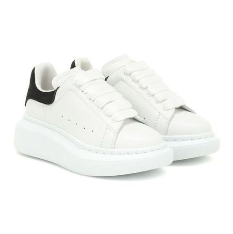 19 Best White Sneakers for 2021 - Classic White Shoes That Go With  Everything