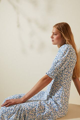 Floral midi dress with puffed sleeves and small flowers
