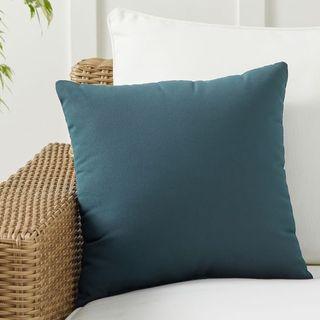 Indoor/Outdoor Pillow, 18 x 18