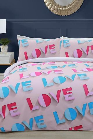 Love Island 'LOVE' logo branded duvet set