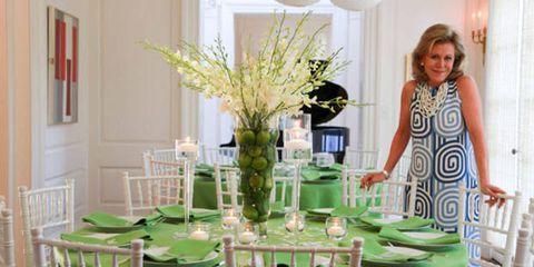Room, Furniture, Serveware, Interior design, Interior design, Centrepiece, Dishware, Glass, Bouquet, Vase,