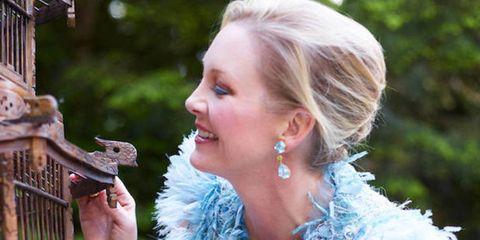 Ear, Earrings, Hairstyle, Dress, Jewellery, Pet supply, Bird supply, Beauty, Bird, Blond,