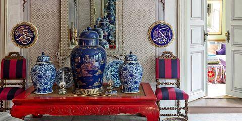 Interior design, Room, Ceiling, Interior design, Molding, Light fixture, Temple, Ornament, Decoration, Place of worship,