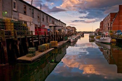 Body of water, Reflection, Waterway, Channel, Water, Neighbourhood, Town, Canal, Watercraft, Watercourse,