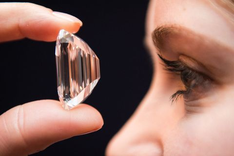 Fluid, Finger, Liquid, Skin, Eyebrow, Eyelash, Eye shadow, Nail, Eye liner, Mascara,