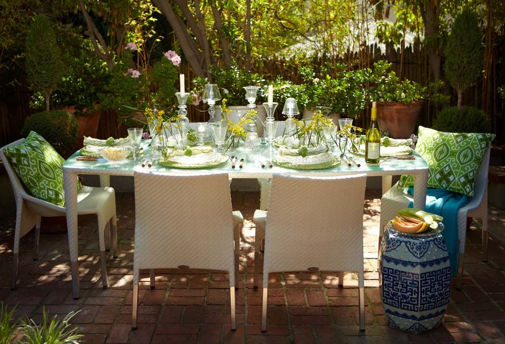 Love this outdoor table settingu2026very rustic and