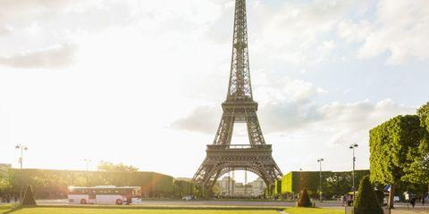 Tower, Architecture, Infrastructure, Tourism, Urban area, Public space, City, Summer, Landmark, Metropolitan area,