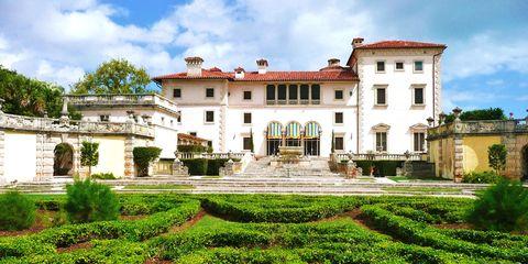 Plant, Property, Garden, Building, Facade, Shrub, Real estate, House, Hedge, Villa,
