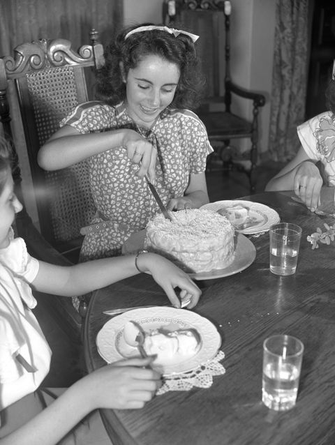 <p>At the dinner table in 1947. </p>