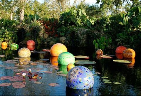 Nature, Reflection, Garden, Pond, Majorelle blue, World, Sphere, Shrub, Botanical garden, Water feature,