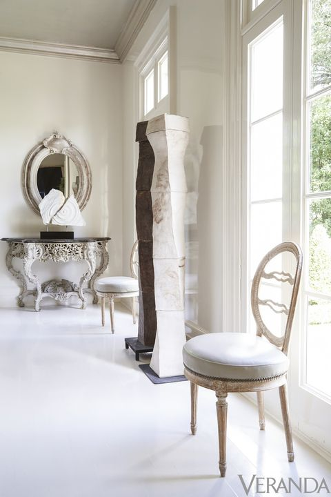 <p>Antique Swedish chairs in a Holly Hunt leather; floor sculptures, Evelyn Jordan.<br></p>