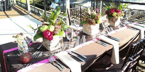 Tablecloth, Flowerpot, Linens, Floristry, Flower Arranging, Home accessories, Produce, Natural foods, Floral design, Centrepiece,