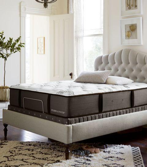 Room, Floor, Interior design, Bed, Property, Textile, Flooring, Wall, Furniture, Linens,