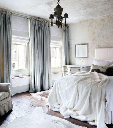 Room, Interior design, Tablecloth, Floor, Property, Textile, Wall, Window treatment, Linens, Ceiling,