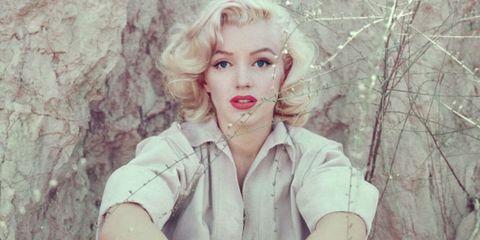 Lip, Mouth, Hairstyle, Eyelash, Jaw, Blond, Jewellery, Street fashion, Portrait photography, Necklace,