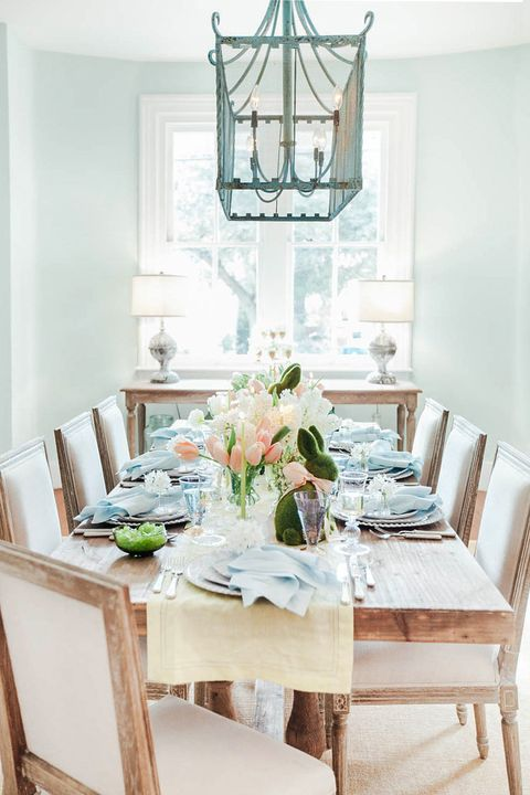Tablecloth, Room, Interior design, Table, Furniture, Dining room, Linens, Interior design, Centrepiece, Chair,