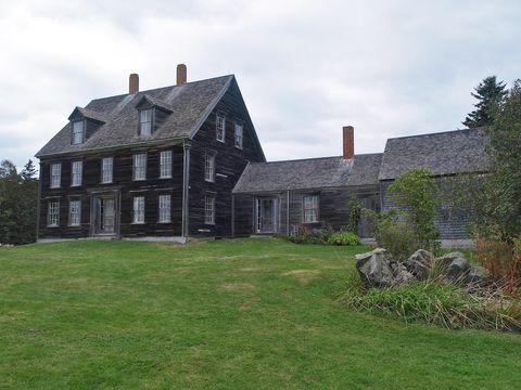 Property, House, Land lot, Real estate, Roof, Home, Lawn, Garden, Cottage, Brickwork,