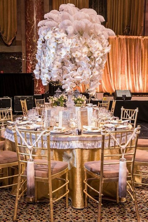 Interior design, Tablecloth, Furniture, Room, Table, Interior design, Centrepiece, Function hall, Bouquet, Linens,