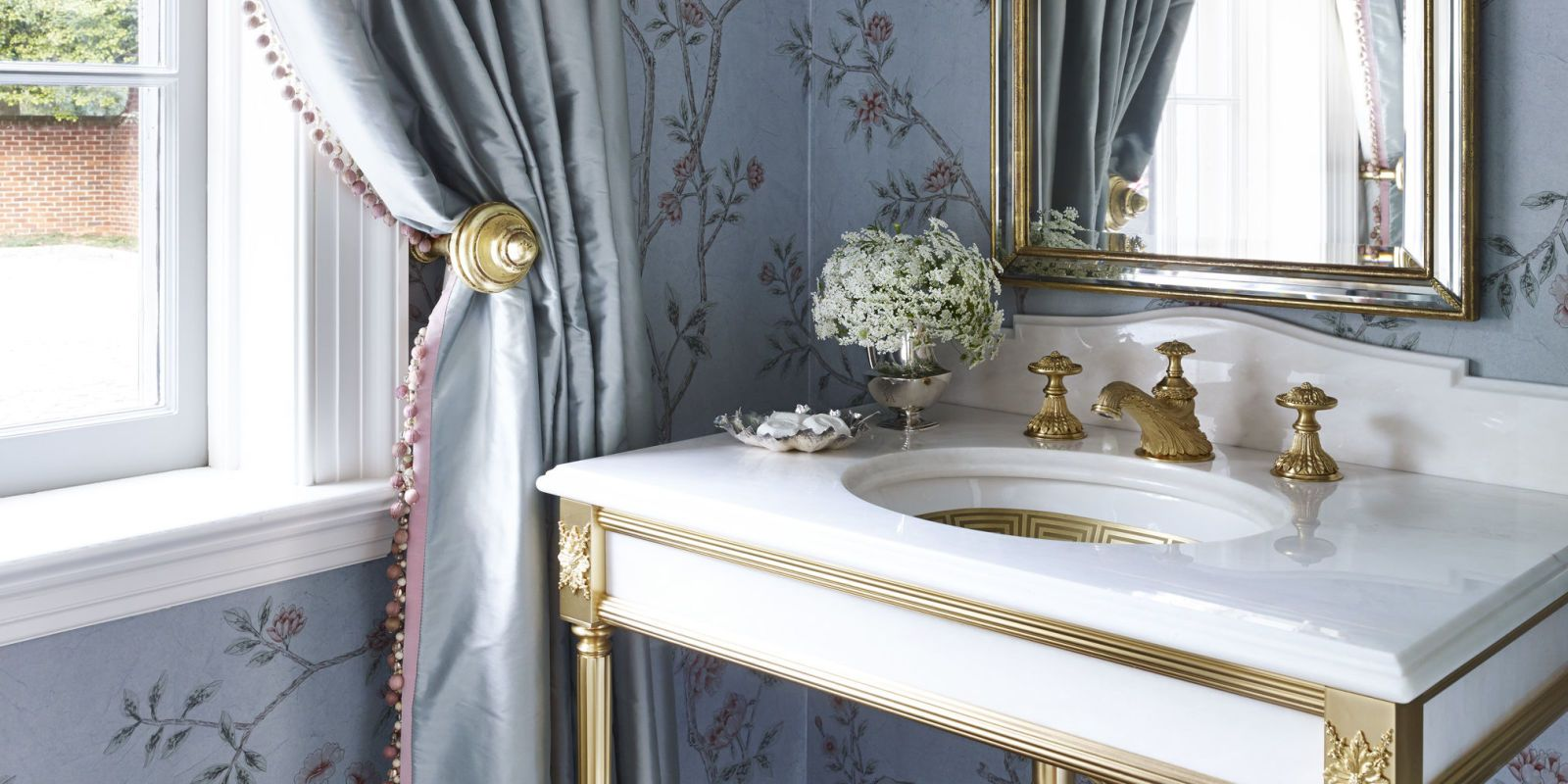 20 Incredible Small Bathroom Ideas That Are Effortlessly Elegant