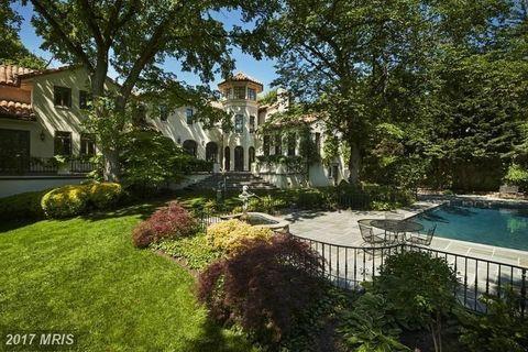 Property, Estate, Mansion, Home, Real estate, Natural landscape, Residential area, Building, House, Yard,