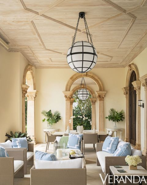 Ceiling, Property, Chandelier, Interior design, Building, Room, Lighting, Light fixture, Estate, Furniture,