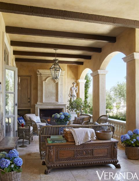 Living room, Room, Furniture, Property, Ceiling, Building, Interior design, Home, Estate, Real estate,