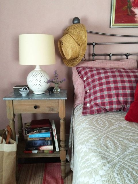Room, Interior design, Green, Bed, Textile, Wall, Furniture, Linens, Lampshade, Bedding,