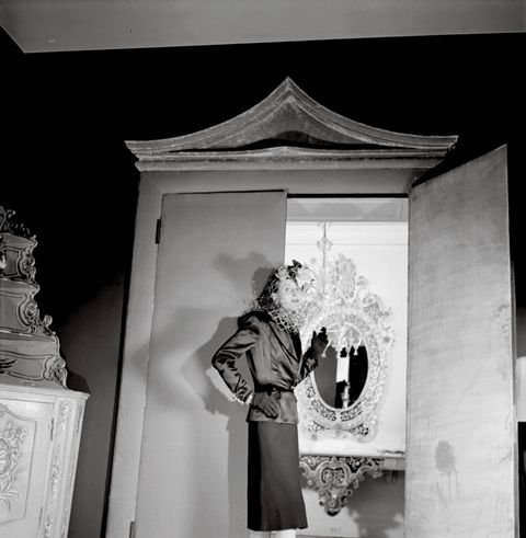 <p>Stacey upholstered doors, trim, and pagoda-shape pediments in velvet for Cheney's New York City living room.</p> <p><em>Posthumous Reproduction from Orig. Neg., 1941. Louise Dahl-Wolfe Archive, © Abor/Center for Creative Photography</em></p>