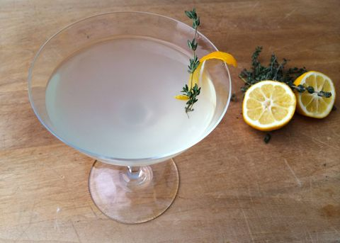 Lemon, Serveware, Citrus, Liquid, Glass, Fruit, Fluid, Dishware, Tableware, Drinkware,