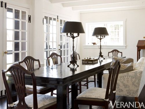 <p>An unusually low ceiling prevented Carter from installing a chandelier in a client's dining room, forcing him to be creative. By using a pair of tall, Baroque-style table lamps instead of a ceiling fixture, he created a different kind of focal point.</p>