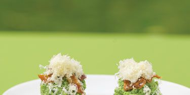 <p>The gala menu, the work of Hollywood chef and caterer to the stars Lulu Powers, includes Edamame Bruschetta.</p><p> </p><h3><strong>Edamame Bruschetta</strong></h3><p>Yields 3 cups topping (about 30 pieces)</p><p> </p><p><strong>Ingredients</strong></p><p><strong>For edamame topping:</strong></p><p>2 1/2 cups, plus 1/2 cup, shelled edamame</p><p>1 cup fresh mint leaves</p><p>1/2 cup fresh parsley leaves</p><p>salt and pepper</p><p>1/2 cup olive oil</p><p> </p><p><strong>Steps</strong></p><p>In food processor, blend 2 1/2 cups edamame, mint, parsley, salt, and pepper to taste until smooth. Add oil and remaining 1/2 cup edamame, and blend until mixture is slightly chunky.</p><p> </p><p><strong>To Serve:</strong></p><p><strong>Ingredients</strong></p><p>2 packages rice crackers (about 30)</p><p>4 strips bacon, cooked until crispy and crumbled</p><p>1/2 cup finely grated Gruyere cheese</p><p> </p><p><strong>Steps</strong></p><p>Place dollop of edamame mixture on rice crackers. Top with bacon and garnish with Gruyere.</p>