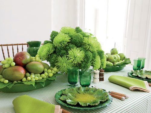 Carolyne Roehm sets a table with florals such as dianthus 'Green Trick' as well as mangoes, grapes and apples.