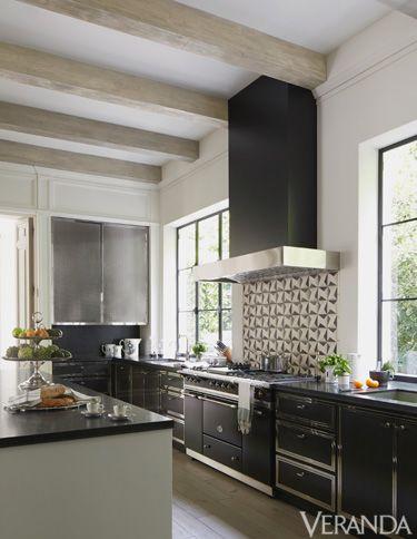 Room, Green, Interior design, Floor, Property, Architecture, Home, White, House, Flooring,