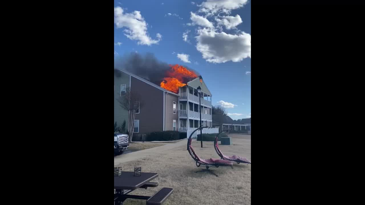 Reservoir firefighters work to extinguish blaze at apartment complex