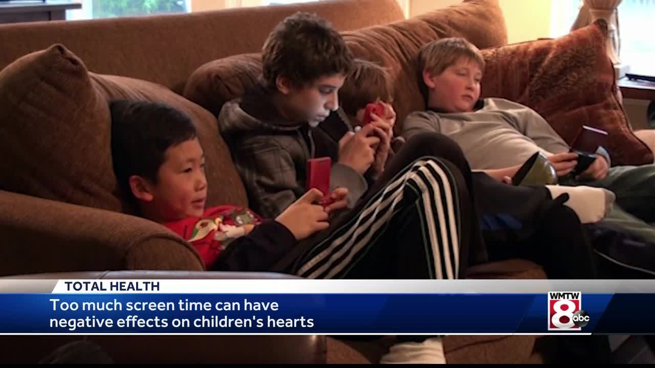 Why Is Screentime Bad For Young Children >> Too Much Screen Time Can Be Bad For Young Hearts
