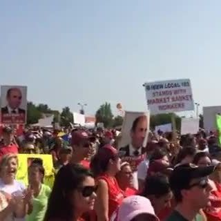Raw video: Employees rally at Market Basket headquarters