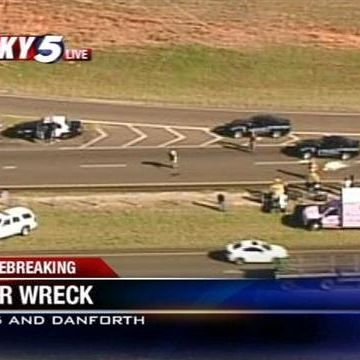 Crash backs up traffic along I-35 in Edmond