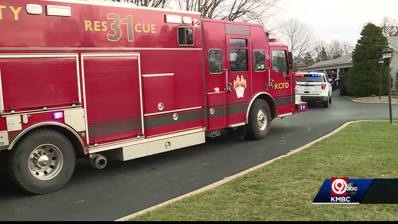 Kansas City honors firefighter that passed from COVID-19 at visitation