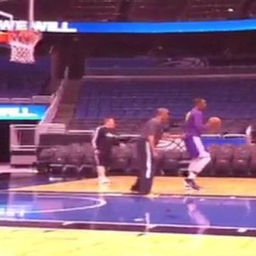 Raw Video: Dwight Howard practices ahead of game against Magic