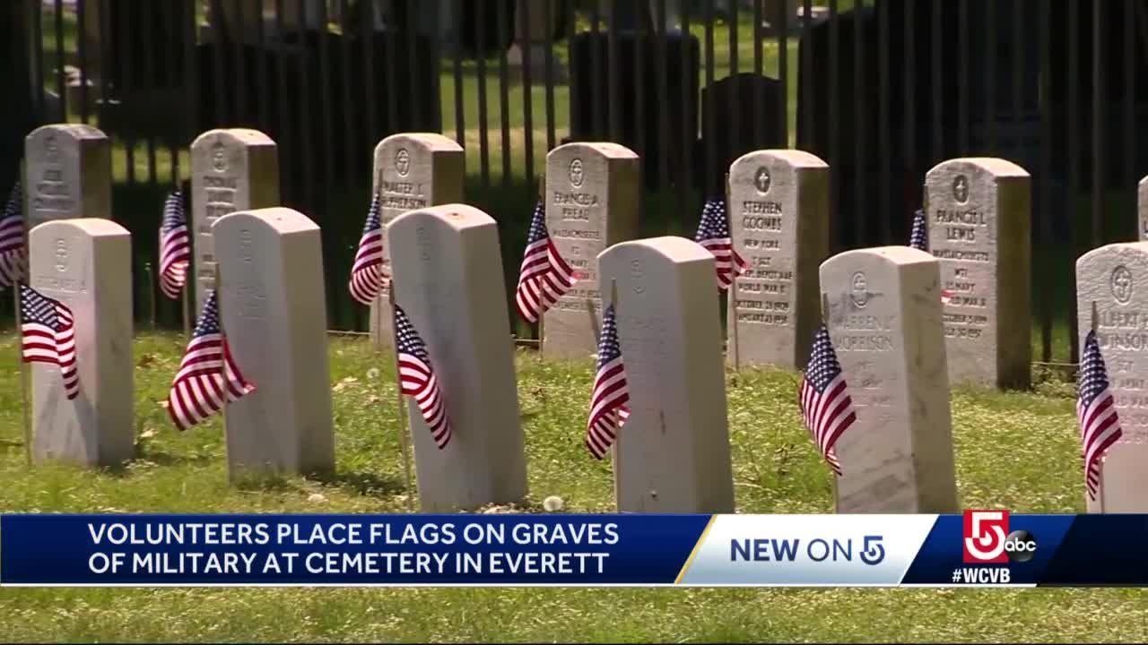 Volunteers honor fallen servicemen and women, veterans in Everett