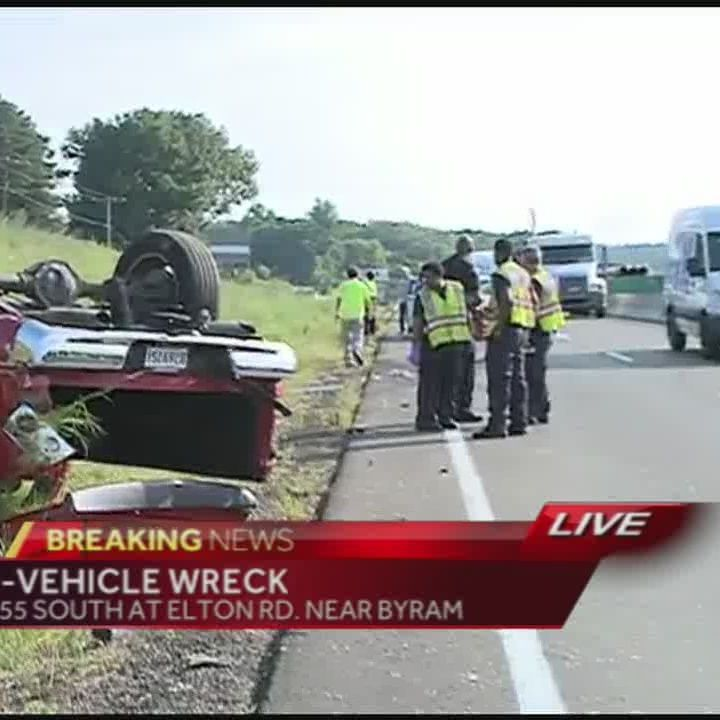Traffic Alert: Wreck blocks traffic on I-55 South