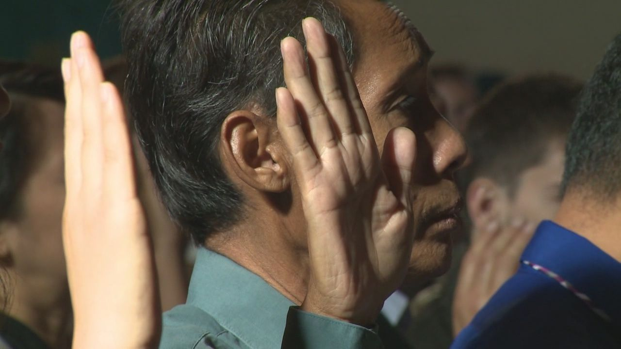 New citizens sworn in during Sacramento ceremony