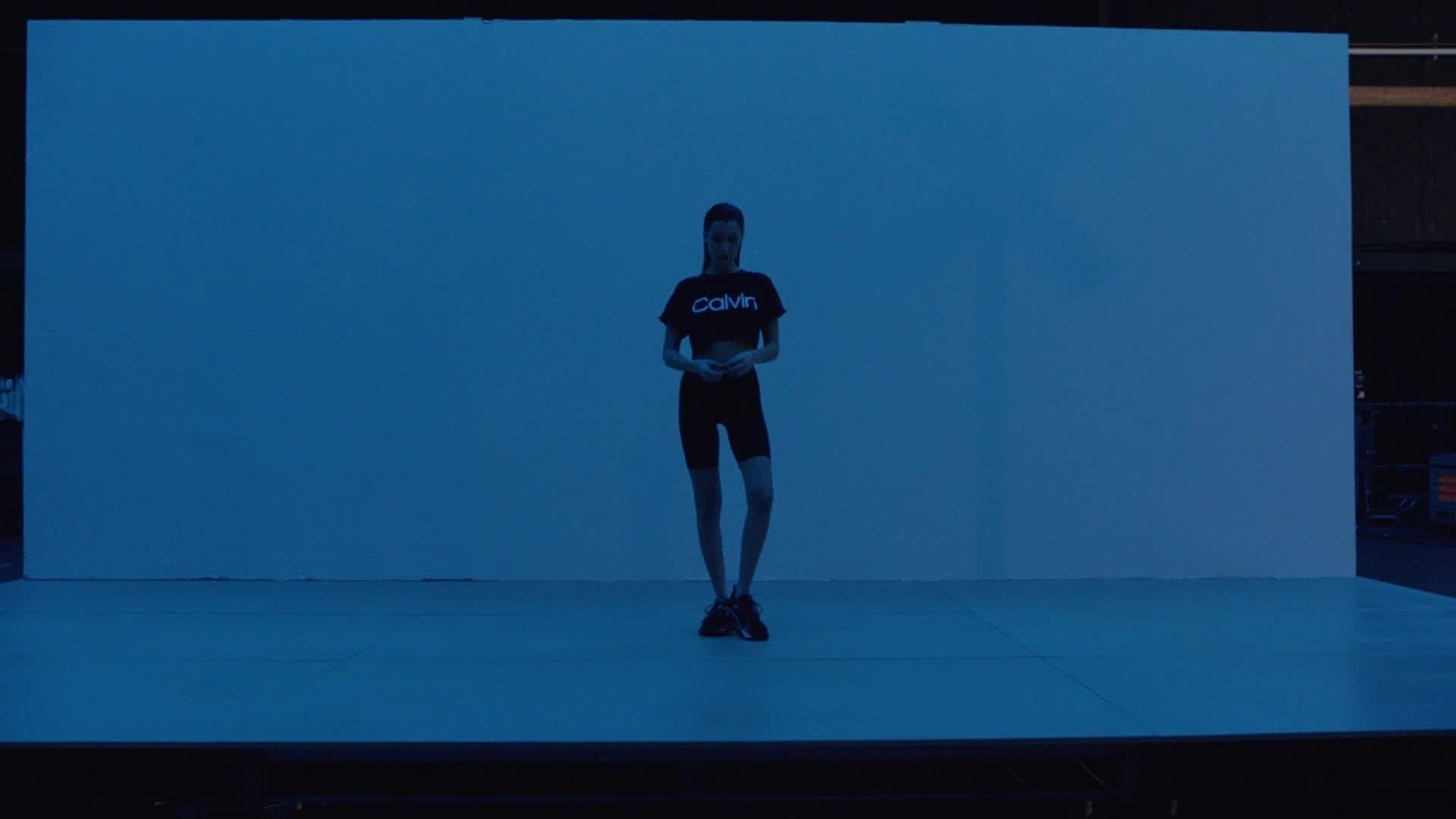 超越現實與虛擬的界線!貝拉哈蒂德Bella Hadid攜手IG虛擬KOL「Lil Miquela」拍攝時尚廣告