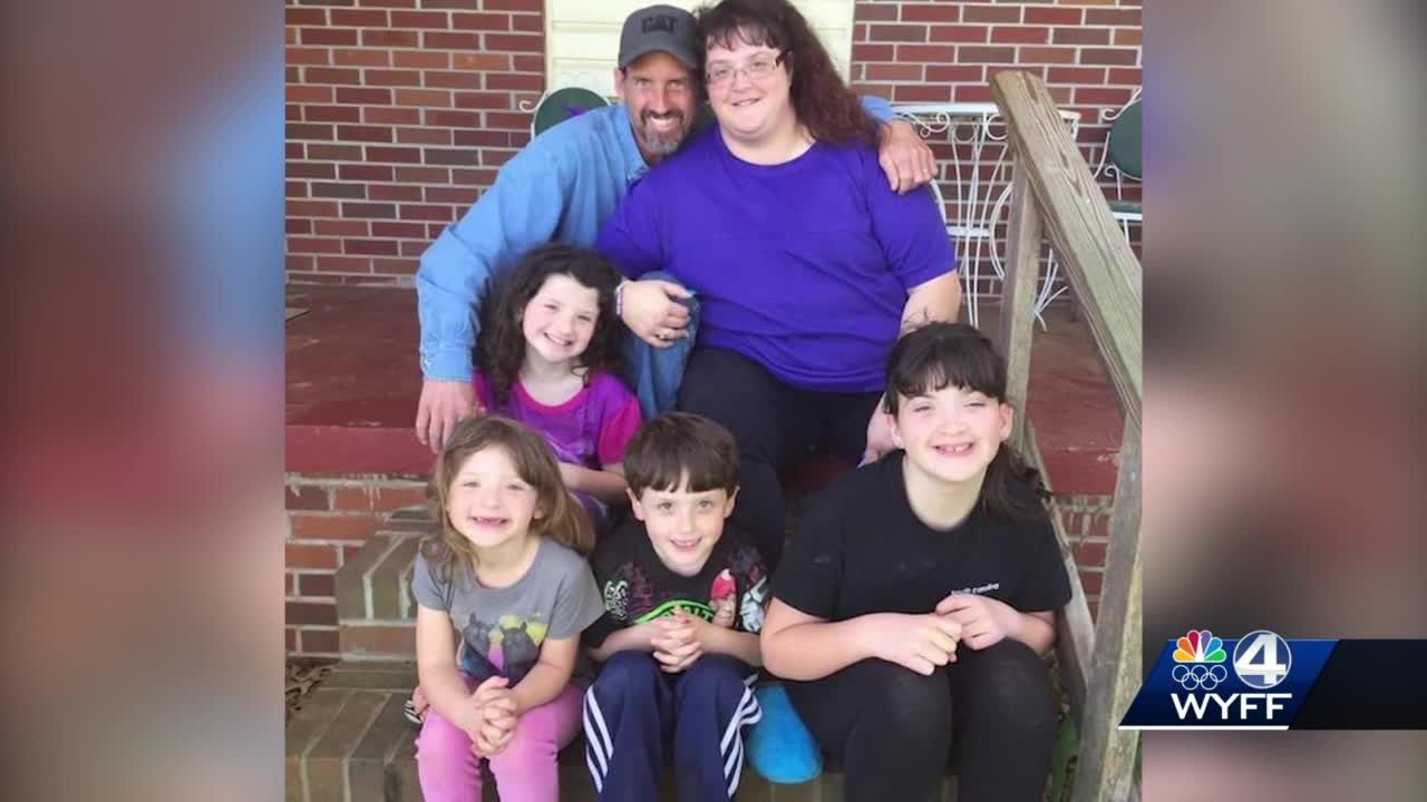 Four children now with aunt, uncle after parents die from COVID-19